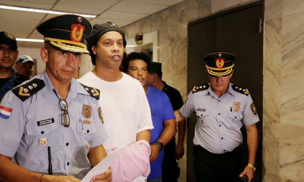 Ronaldinho Gaúcho e irmão vão ficar em prisão domiciliar no Paraguai