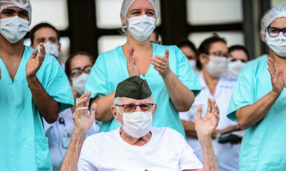 Homem de 99 anos é o mais velho a receber alta após contrair covid-19