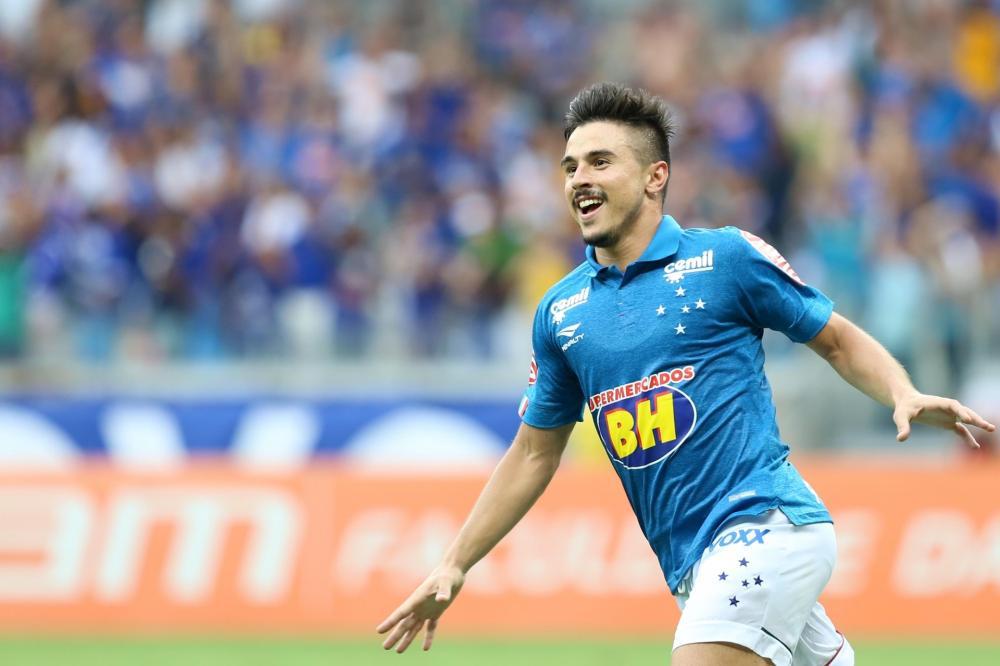 Cruzeiro oficializa pagamento de dívida na Fifa por Willian e de atrasados com atletas e funcionários